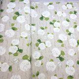 Biele hortenzie na prírodnej dekoračná látka