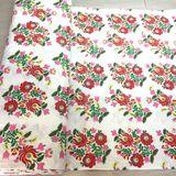 Tradičné kvetiny na bielej bavlnená látka