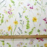 Jarné narcisy a lúčne kvety dekoračná látka