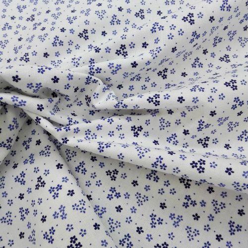 Biela s drobnými modrými kvietkami modrotlač česká bavlna