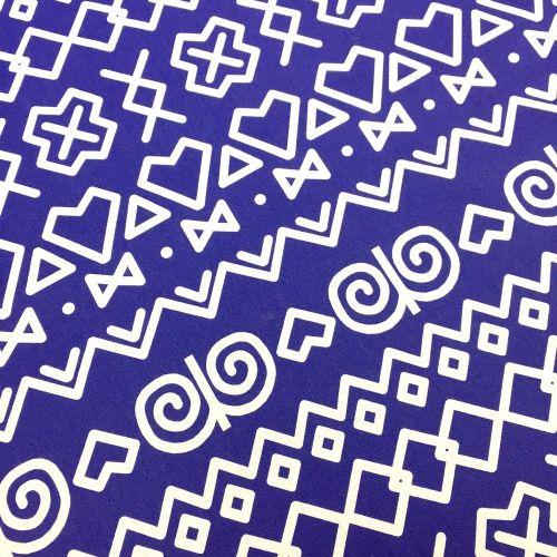 Čičmanský vzor biely na modrej slovenská látka Čičmany