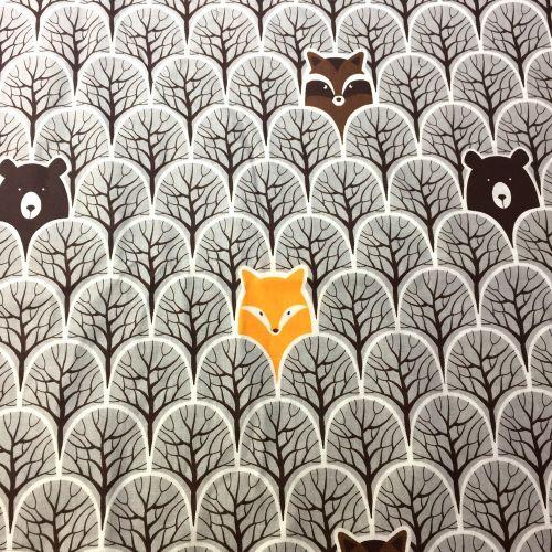 Les v hnedej s líškami a medvedíkmi bavlnená látka