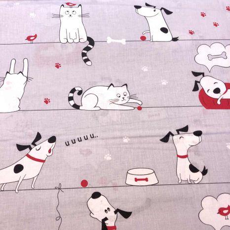 Psy a mačky na šedej bavlnená látka