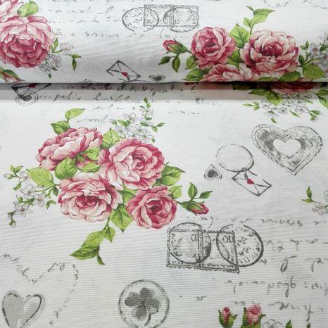 Ruže so známkami na bielej dekoračná látka