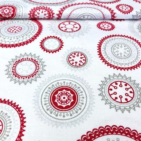 Strieborná s červenými mandalami vianočná metráž